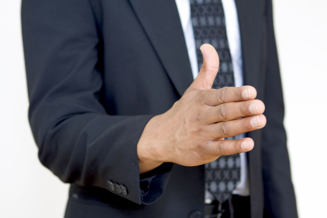 Hand geben - Bildquelle: Pixabay