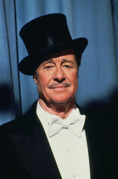 Der weltbekannte Magier Harry Whitehead (Don Ameche) kehrt aus dem Ruhestand zurück, um in einer Live-Fernsehsendung aufzutreten ... - Bildquelle: Universal Pictures