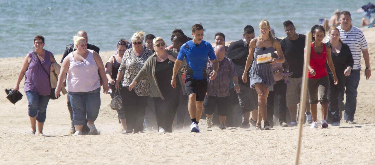 Unter schwierigen Bedingungen tragen die Kandidaten kurz nach ihrer Anreise ihren ersten Wettkampf aus. Bei brütender Hitze müssen die übergewichtig... - Bildquelle: Enrique Cano SAT.1