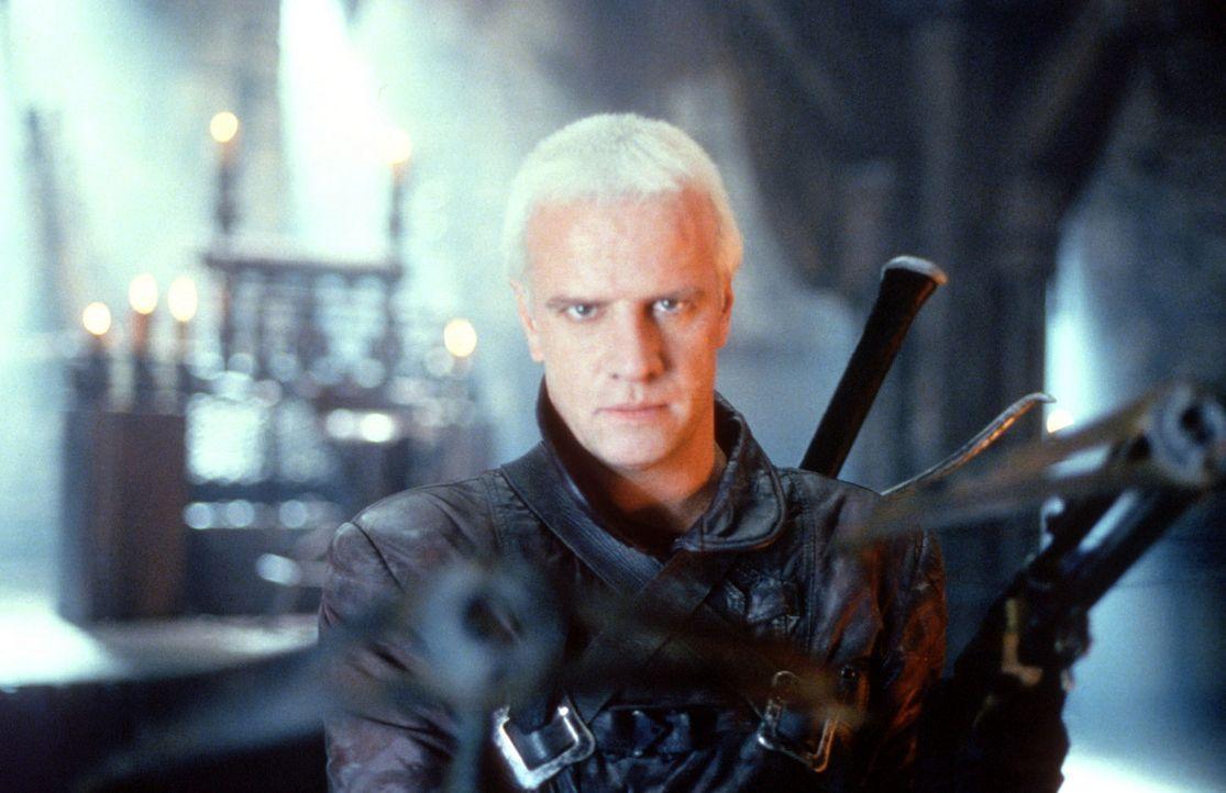 Der mit übernatürlichen Kräften ausgestattete Beowulf (Christopher Lambert) muss das Böse bekämpfen, um nicht selbst seiner eigenen bösen Natur zu e... - Bildquelle: Kinowelt Filmverleih