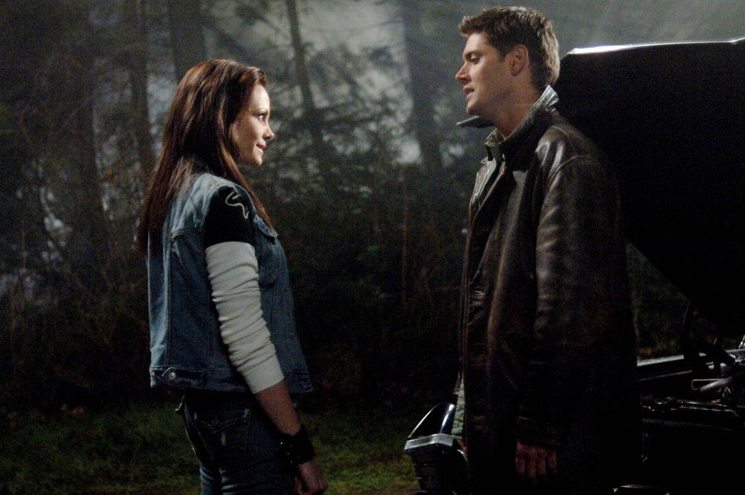 Ist Kate (Anne Openshaw, l.) auf der Seite von Dean (Jensen Ackles, r.) und Sam? - Bildquelle: Warner Bros. Television