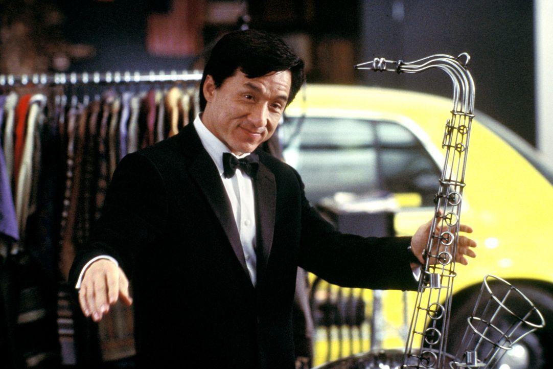 Gerät an allerlei dunkle Gestalten, die ihm am liebsten seinen Anzug vom Leib reißen würden: Jimmy (Jackie Chan) ... - Bildquelle: TM &   2002 DreamWorks LLC. All Rights Reserved