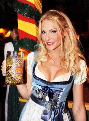 Kraus ist nicht nur eine talentierte Moderatorin, sie schauspielt auch. 2006 hatte sie eine Rolle in der ProSieben Märchenstunde. - Bildquelle: dpa