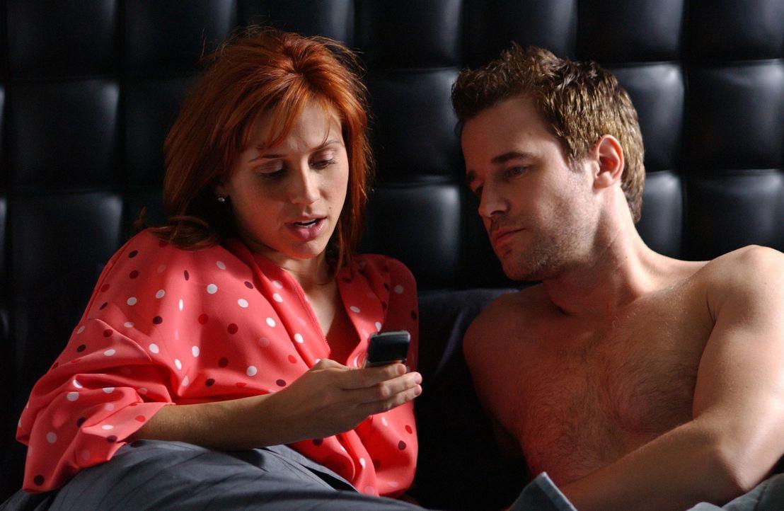 Holly (Kristen Miller, l.) und David (Todd Babcock, r.) sind das perfekte Paar. Auch Davids Seitensprung hat Holly mittlerweile überwunden, doch nun... - Bildquelle: 2005 Sony Pictures Home Entertainment Inc. All Rights Reserved.