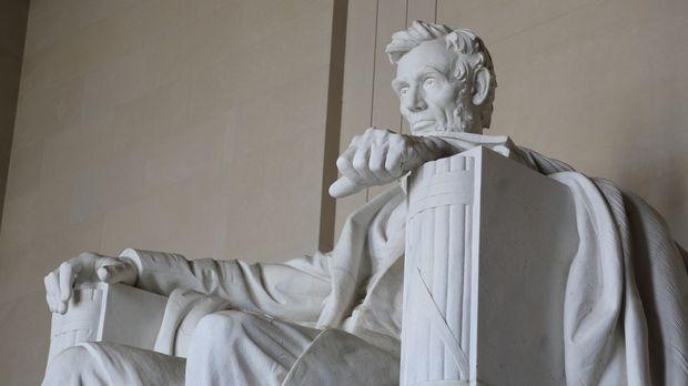 Der 16. amerikanische Präsident Abraham Lincoln ist in Washington D.C. überal...
