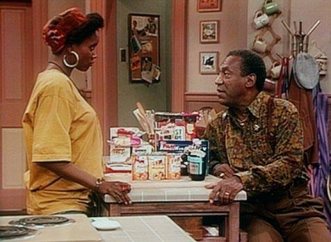 Bill Cosby Show - Cousine Pam (Erika Alexander, l.) lässt sich von Cliff (Bil...