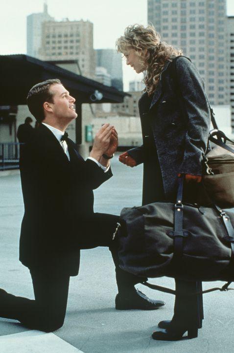Eines Tages fühlt sich Jimmy (Chris O'Donnell, l.) bemüßigt, seiner Freundin Anne (Renée Zellweger, r.) einen Heiratsantrag zu machen. Mit einem läs... - Bildquelle: New Line Cinema