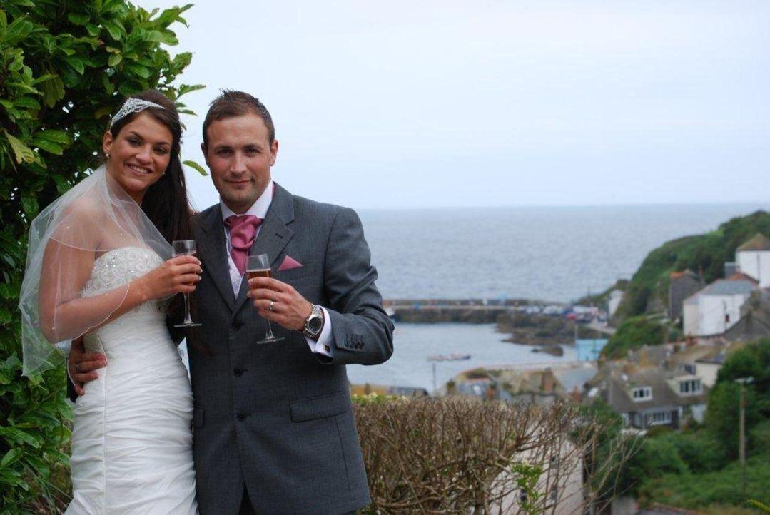 Wird die Hochzeit, geplant von Adam, den Ansprüchen von Lydia genügen? - Bildquelle: Renegade Pictures Ltd