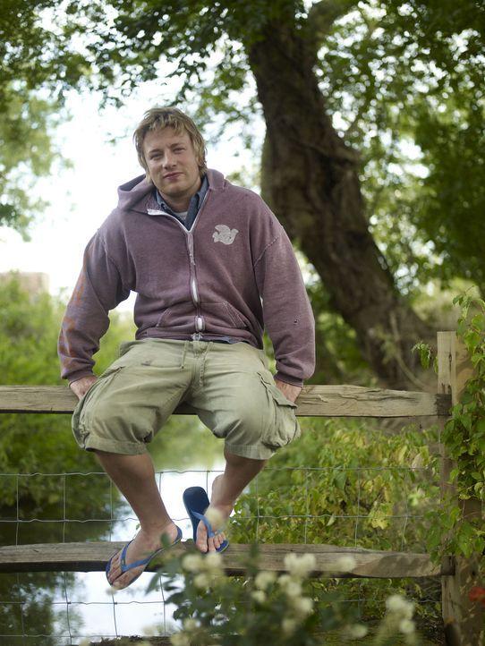 """(1. Staffel) - In """"Jamie at home"""" widmet sich Jamie Oliver nicht nur seiner Leidenschaft für das Kochen von leckeren Gerichten aus frischen Zutaten... - Bildquelle: David Loftus Fremantle"""