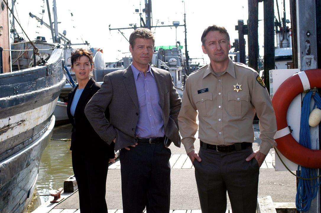 Ermitteln gegen Oliver Knox, einen Rückkehrer, der verdächtigt wird ein Serienkiller zu sein: Sheriff Jim Conrad (Peter Lacroix, r.), Tom (Joel Gret... - Bildquelle: Viacom Productions Inc.