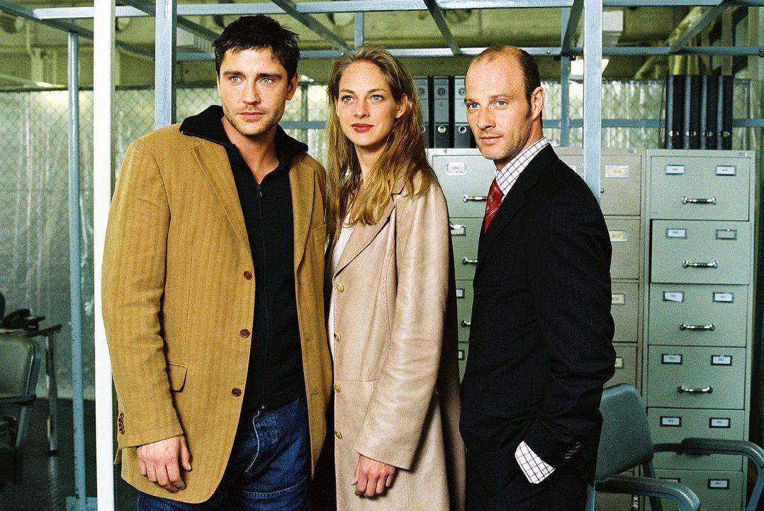 Max (Oliver Bootz, l.), seine Frau Katrin (Sophie von Kessel, M.) und sein bester Freund Benno (Simon Licht, r.). - Bildquelle: Christian A. Rieger Sat.1