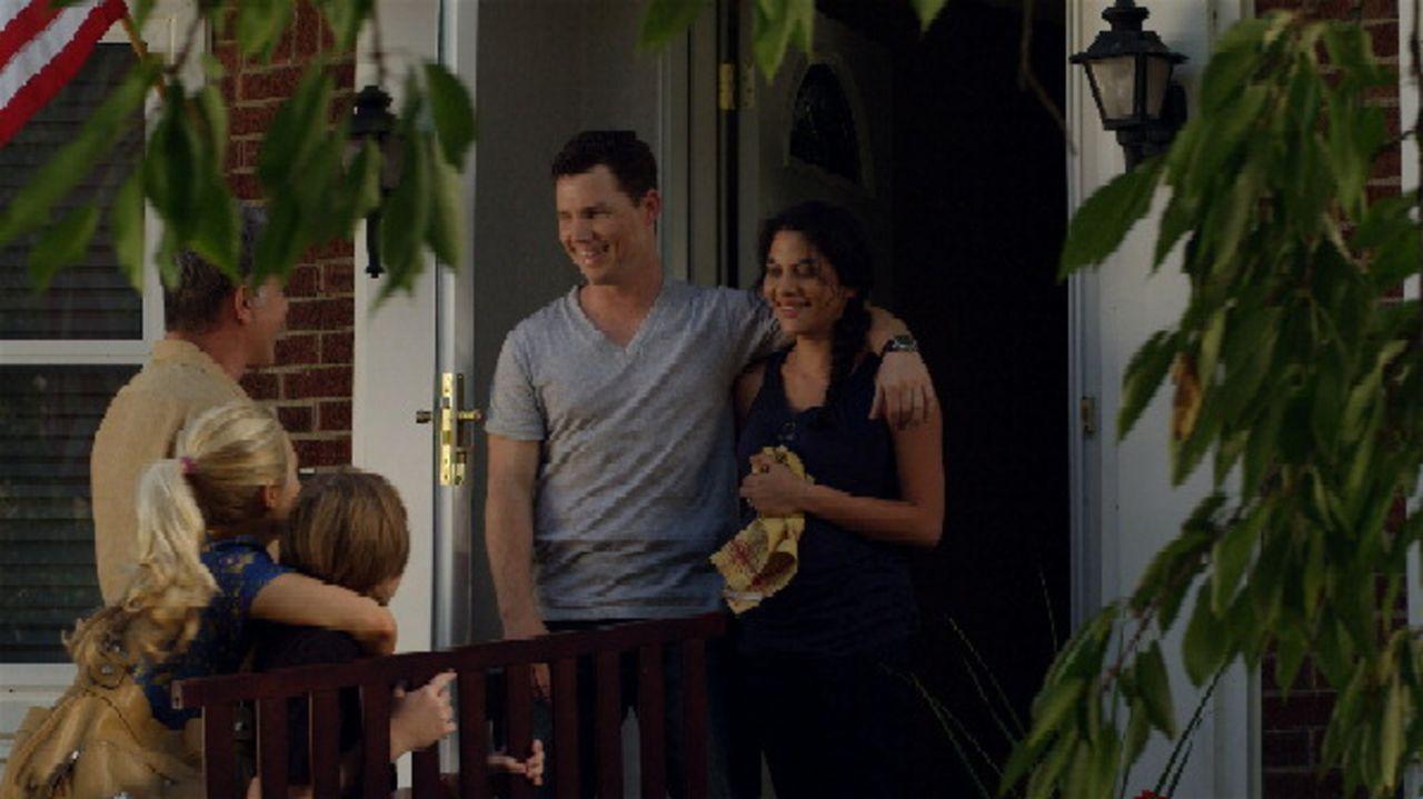 Antrittsbesuch: Nachdem sie von Captain Walker zur Zusammenarbeit verdonnert worden sind, beschließt Marty, mit seiner Familie bei Det. Sullivan (Sh... - Bildquelle: 2011 Twentieth Century Fox