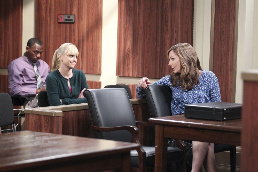 Auch wenn es noch sehr viel Streit gibt, reden Christy (Anna Faris, l.) und Bonnie (Allison Janney, r.) nach dem Rückfall wieder miteinander ... - Bildquelle: Warner Bros. Television