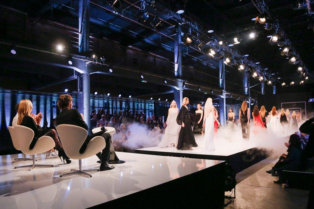 GNTM-Stf11-Epi01-erste-fashion-show-03-ProSieben-Huebner - Bildquelle: ProSieben/Richard Huebner