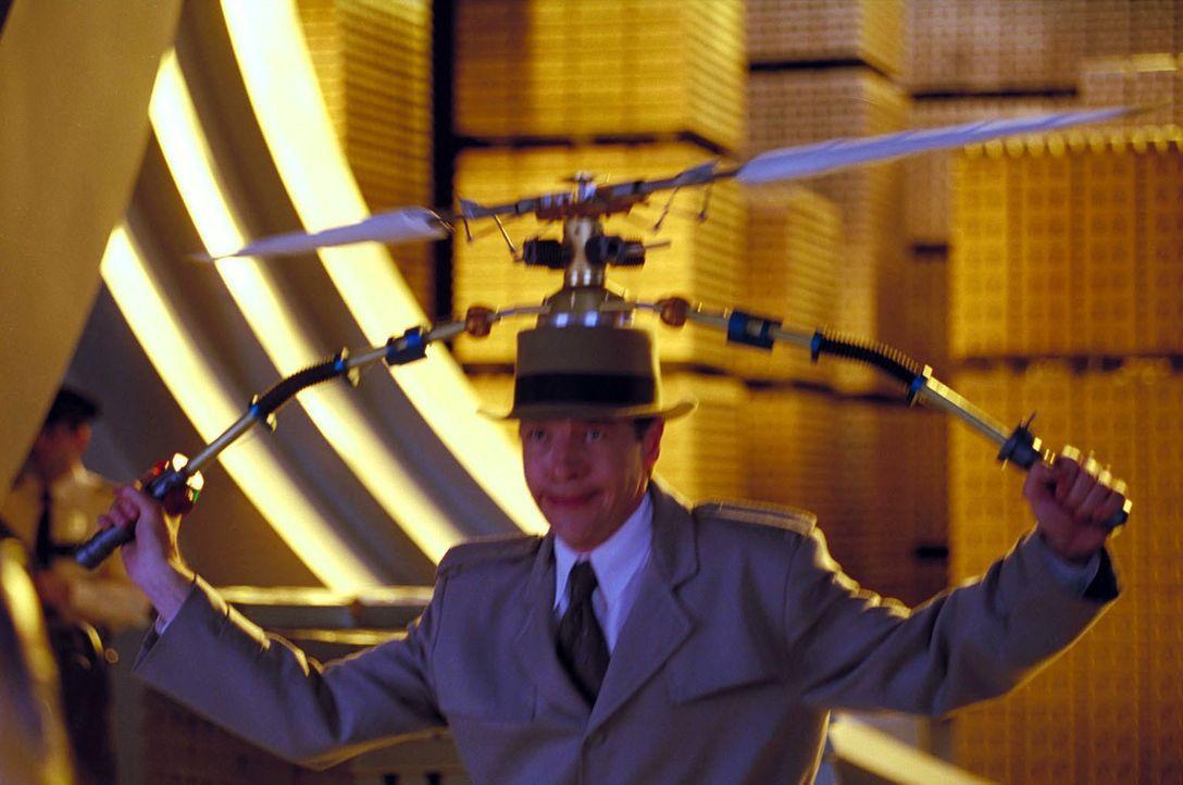 Erste Flugversuche: Inspector Gadget (French Stewart) ... - Bildquelle: Walt Disney Pictures