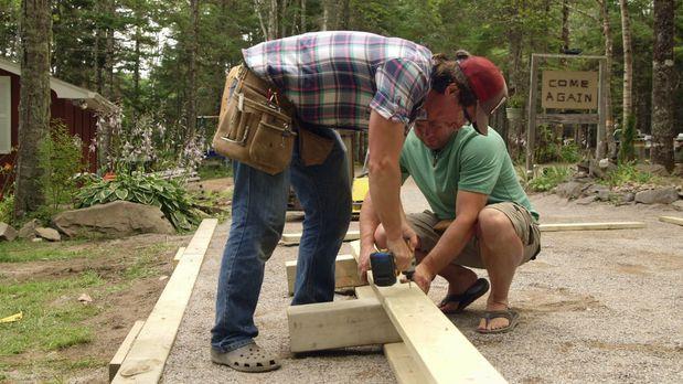 Um die Einfahrt sinnvoll zu nutzen, wollen Kevin (hinten) und Andrew (vorne)...