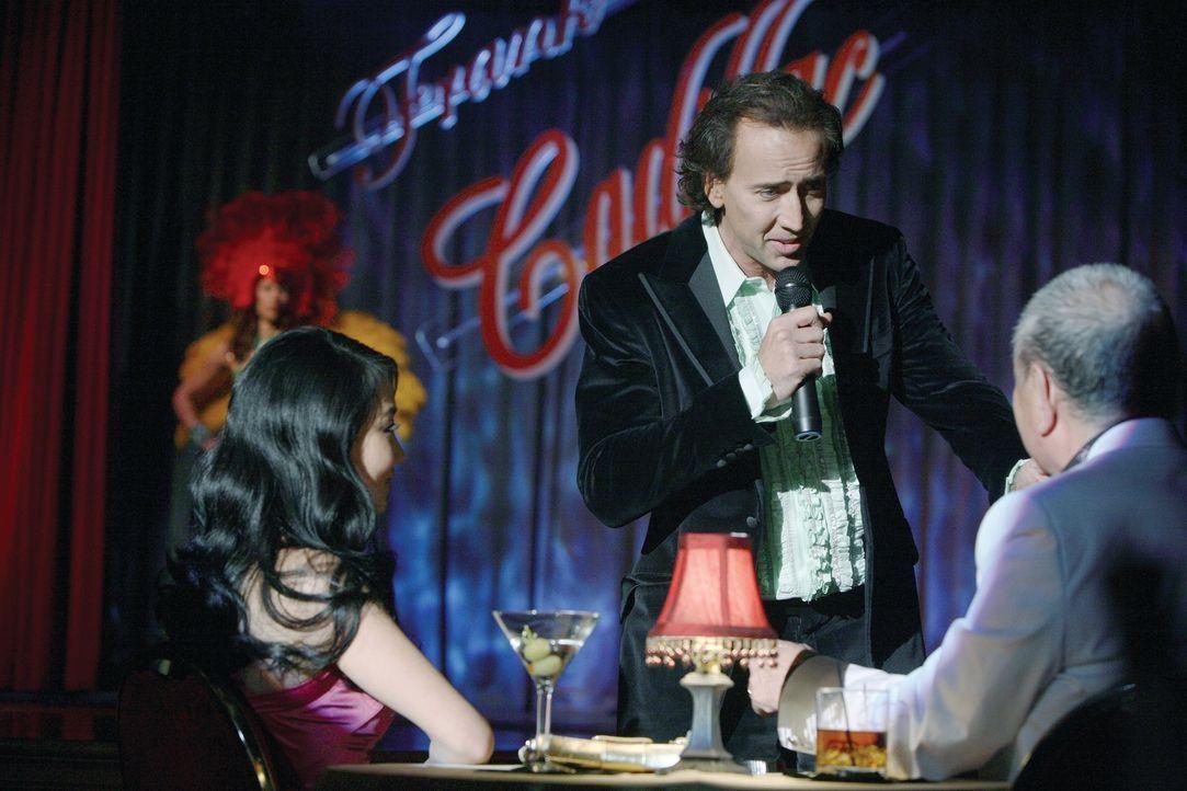 Cris Johnson (Nicolas Cage, M.) kann in die Zukunft blicken. Diese Fähigkeit kommt ihm in seinem Job ganz gelegen: Jede Nacht tritt er als Magier un... - Bildquelle: t   2007 Paramount pictures. All Rights Reserved.