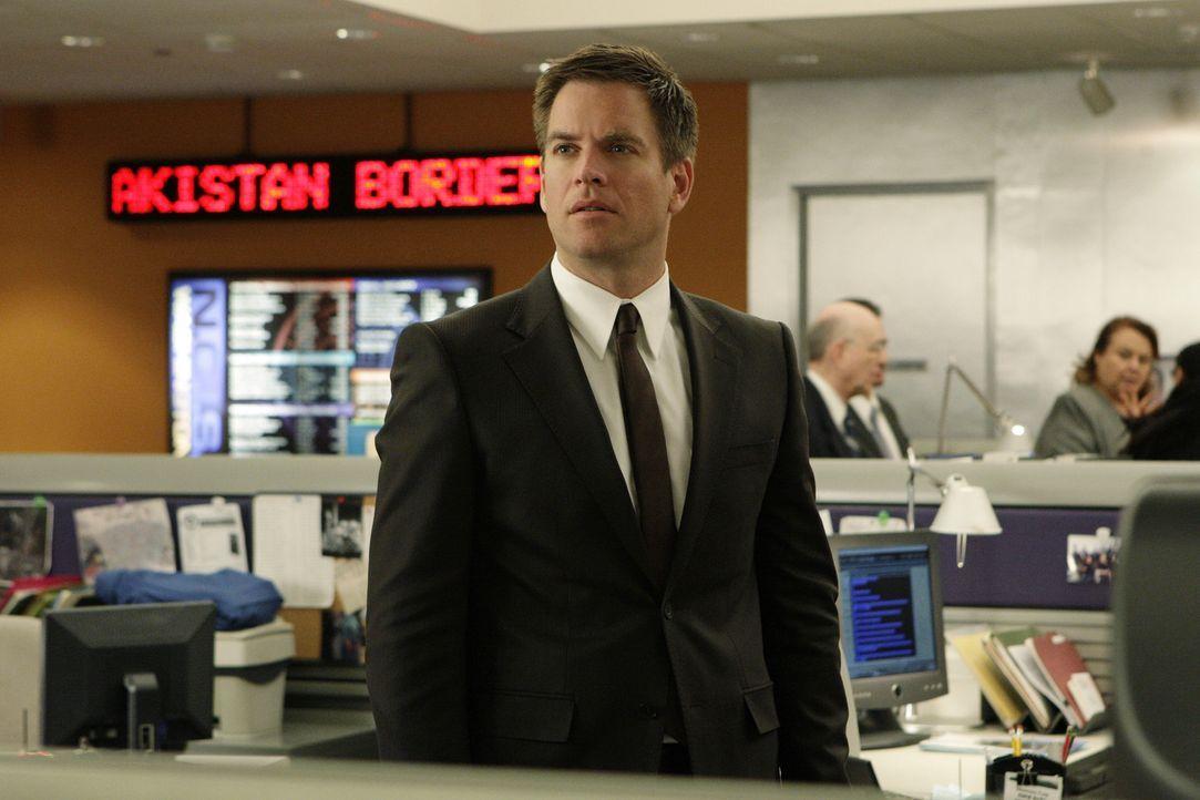 Vor drei Jahren hatte Tony (Michael Weatherly) den Pentagon-Mitarbeiter Renny Grant aufgrund von Unterschlagungen hinter Gitter gebracht. Jetzt tauc... - Bildquelle: CBS Television