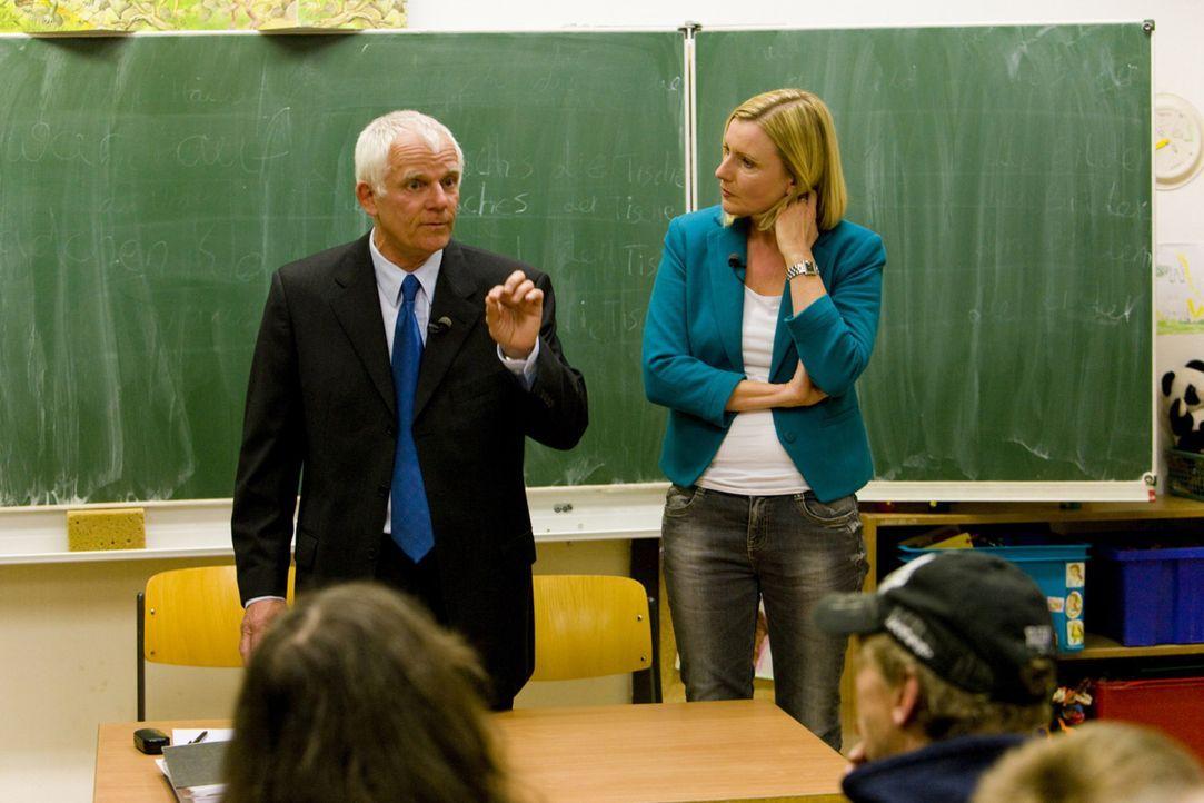 Barbara Eligmann (r.) und Mietrechtsexperte Peter Palatzky (l.) helfen Mietern in Not ... - Bildquelle: SAT.1