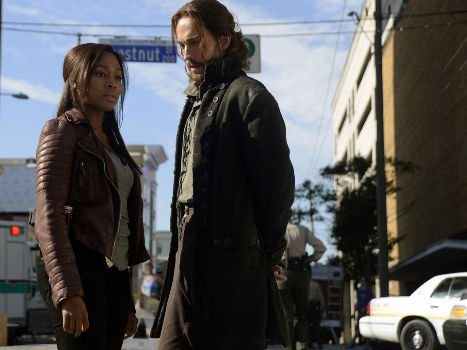 Müssen erneut gegen das Böse aus vergangenen Zeiten kämpfen: Ichabod (Tom Mison, r.) und Abbie (Nicole Beharie, l.) ... - Bildquelle: 2013 Twentieth Century Fox Film Corporation. All rights reserved.