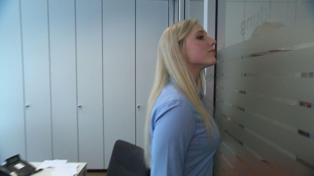 Die Angestellten schauen ganz genau hin, denn es geht darum, zu entscheiden, wer ihr neuer Chef wird ... - Bildquelle: kabel eins