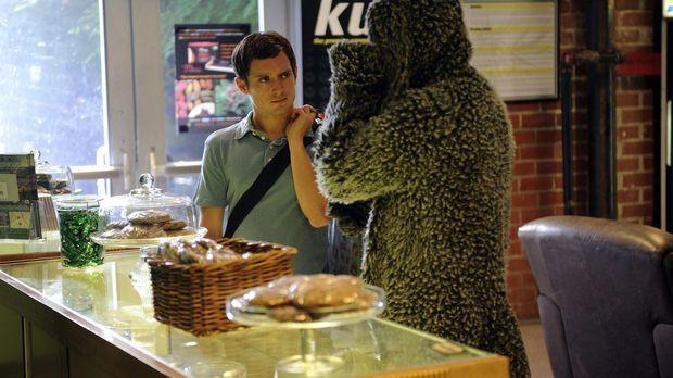 Am Strand hat Ryan (Elijah Wood, l.) eine junge Italienerin kennengelernt und...