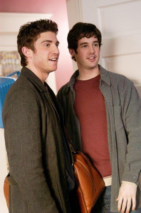 Haben sie sich viel zu erzählen: Nick (Bryan Greenberg, l.) und sein kleiner Bruder Ronnie (Jonathan Murphy, r.) ... - Bildquelle: 2007 American Broadcasting Companies, Inc. All rights reserved.