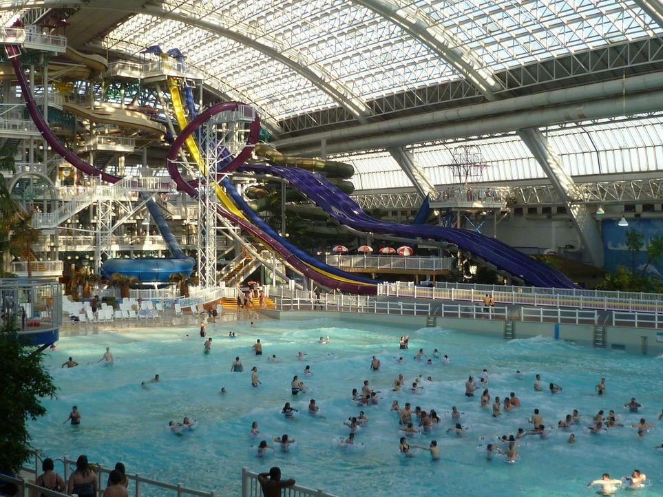 In Edmonton, Kanada, hat der World Waterpark, einer der größten Indoor-Wasserparks der Welt, nicht nur eine waghalsige Wasserrutsche zu bieten ... - Bildquelle: 2016,The Travel Channel, L.L.C. All Rights Reserved.