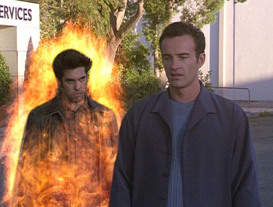 Das Böse erscheint in Gestalt von Shane (Jordan Bridges, l.), welches nun Cole (Julian McMahon, r.) töten möchte ... - Bildquelle: Paramount Pictures