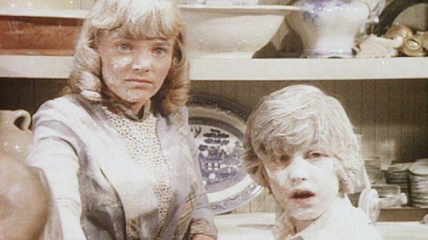 Die Suche nach Fingerabdrücken findet für Nellie (Alison Arngrim, l.) und Wil...