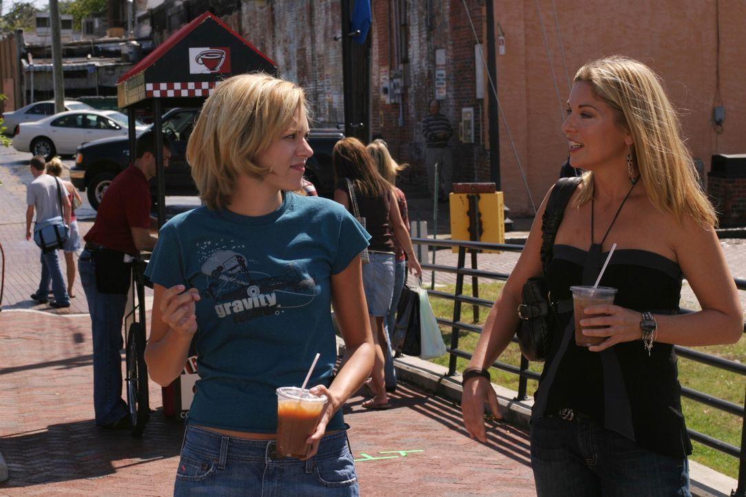 Ein tragisches Geheimnis: Endlich erfährt Peyton (Hilarie Burton, l.), warum ihre Mutter Ellie (Sheryl Lee, r.) zu Drogen greift ... - Bildquelle: Warner Bros. Pictures