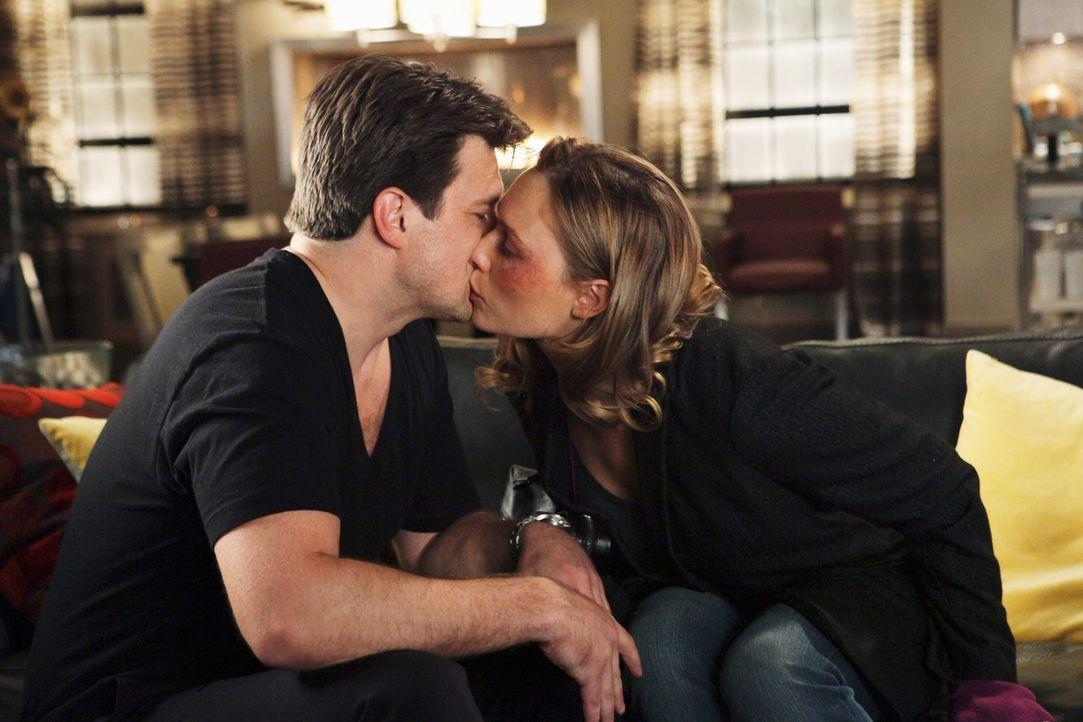 Kommen sich Castle (Nathan Fillion, l.) und Scarlett Price (Michaela McManus, r.) näher? - Bildquelle: ABC Studios