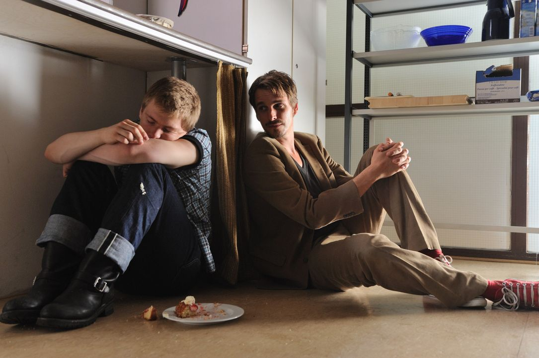 Schon bald wird Tom (Max von Thun, r.) klar, dass Hank (Benjamin Seidel, l.) besondere Aufmerksamkeit benötigt. Bei Einzelunterricht und außerschuli... - Bildquelle: Hardy Spitz SAT.1