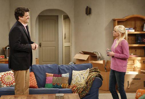 Mom - Nachdem Baxters (Matt Jones, l.) reiche Freundin ihm einen Job - und da...