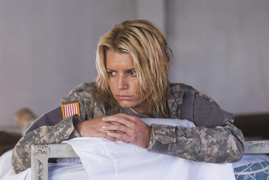 Völlig erschöpft und überfordert muss Hollywoodstar Megan Valentine (Jessica Simpson) feststellen, dass alle unter ihren mangelnden militärische... - Bildquelle: 2007 MAJOR PRODUCTIONS, INC.