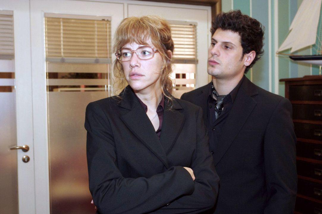 Rokko (Manuel Cortez, r.) beschwört Lisa (Alexandra Neldel, l.), an den Ruf der Firma zu denken. (Dieses Foto von Alexandra Neldel darf nur in Zusa... - Bildquelle: Noreen Flynn Sat.1