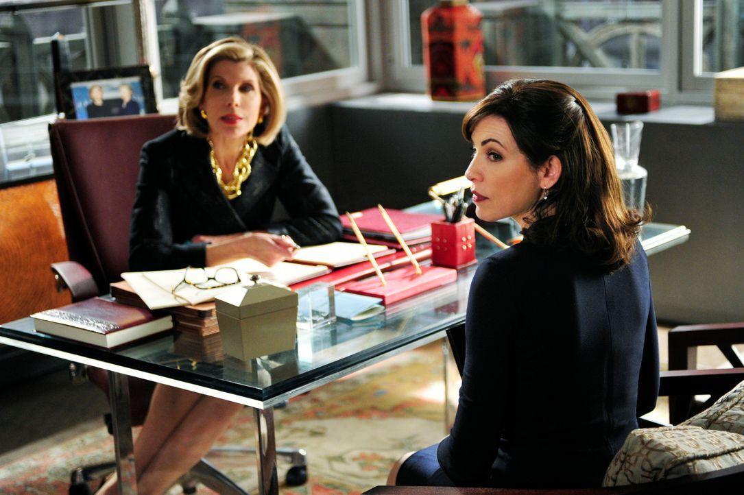 Ein neuer Fall wartet auf Diane (Christine Baranski, l.) und Alicia (Julianna Margulies, r.) ... - Bildquelle: 2011 CBS Broadcasting Inc. All Rights Reserved.