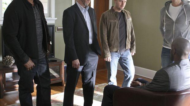Ein neuer Fall wartet auf Granger (Miguel Ferrer, 2.v.l.), Sam (LL Cool J, l....