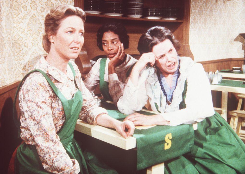 Caroline (Karen Grassle, l.), Hester-Sue (Ketty Lester, M.) und Harriet (Katherine MacGregor, r.) sind darüber enttäuscht, dass sich nur ein einzi... - Bildquelle: Worldvision
