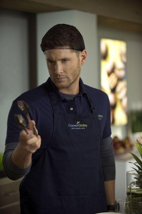Dean (Jensen Ackles) glaubt, die Schuldige für die seltsamen Morde in einem Abnehmzentrum gefunden zu haben, doch dann kommt alles ganz anders ... - Bildquelle: 2013 Warner Brothers