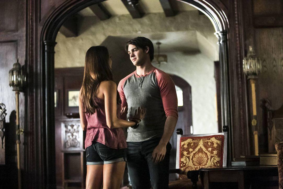 Elena verabschiedet sich ans College - Bildquelle: Warner Bros. Entertainment Inc.