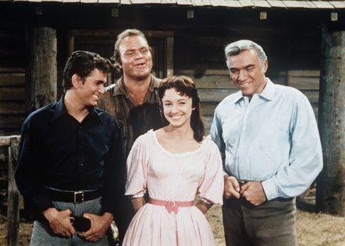 Bonanza - (v.l.n.r.) Little Joe (Michael Landon), Hoss (Dan Blocker), Minnie...