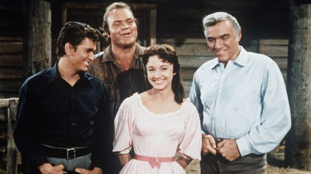 (v.l.n.r.) Little Joe (Michael Landon), Hoss (Dan Blocker), Minnie Billington...