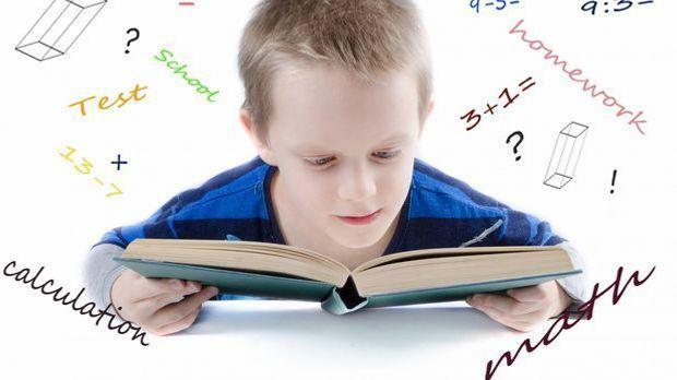 Kind Buch lernen_Pixabay