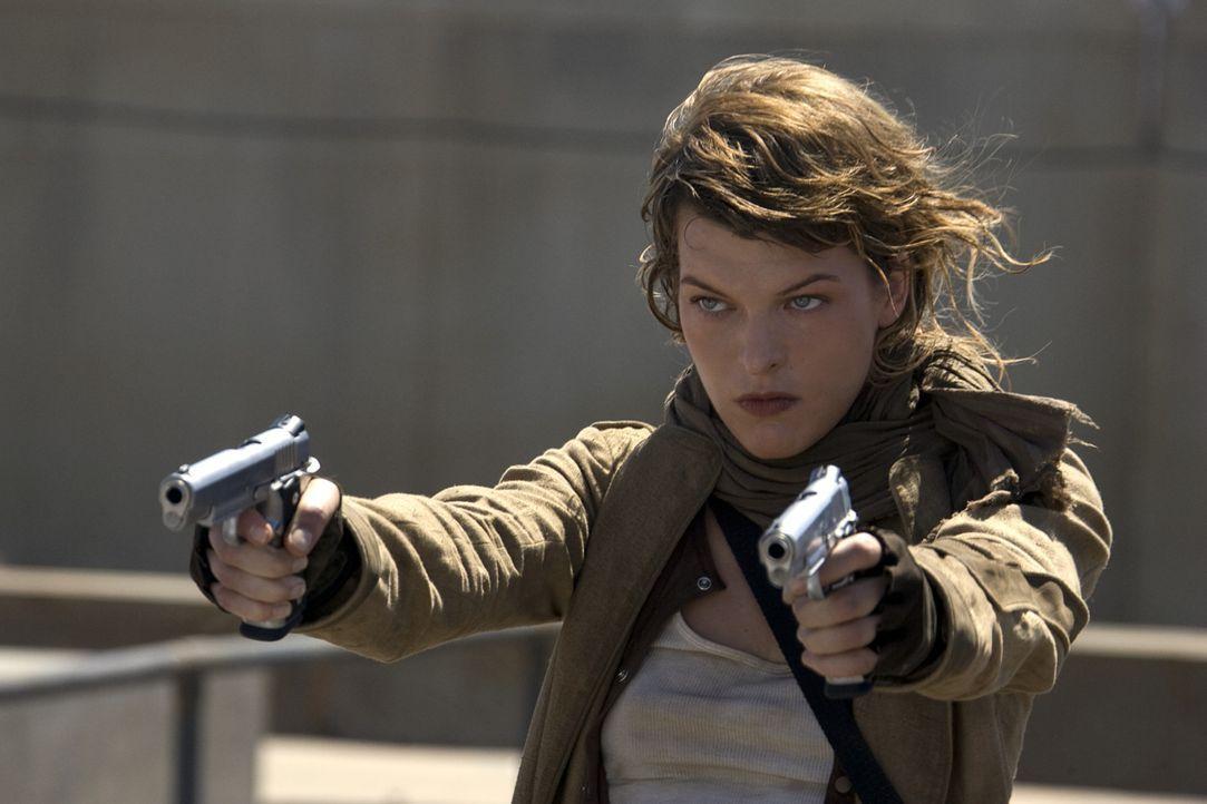 Die Umbrella Corporation ist Alice (Milla Jovovich) dicht auf den Fersen. Sie weiß sich allerdings, erfolgreich zu verteidigen ... - Bildquelle: Constantin Film