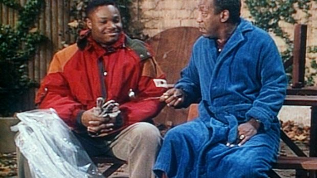 Cliff (Bill Cosby, r.) hat seinen Sohn Theo (Malcolm-Jamal Warner, l.) dabei...