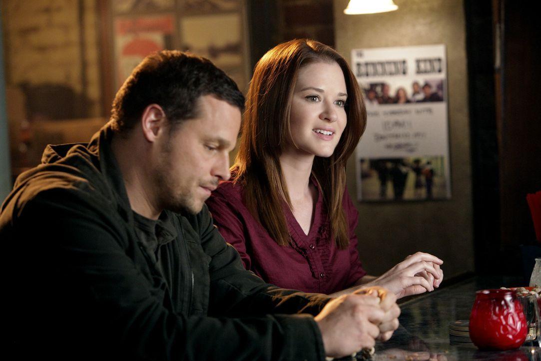 Haben einen anstrengenden Tag hinter sich: Alex (Justin Chambers, l.) und April (Sarah Drew, r.) ... - Bildquelle: ABC Studios