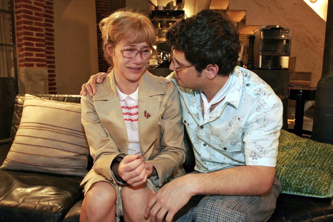 Lisa (Alexandra Neldel, l.) ist erleichtert, als Rokko (Manuel Cortez, r.) ihr mit der Antwort auf seinen Heiratsantrag Zeit gibt. Sie bricht erneut... - Bildquelle: Noreen Flynn Sat.1