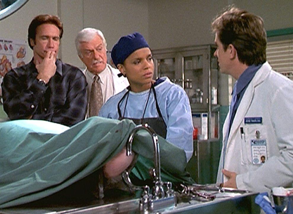 Steve (Barry Van Dyke, l.), Mark (Dick Van Dyke, 2.v.l.), Amanda (Victoria Rowell) und Jesse (Charlie Schlatter, r.) rätseln, wo sich der Mann mit d... - Bildquelle: Viacom