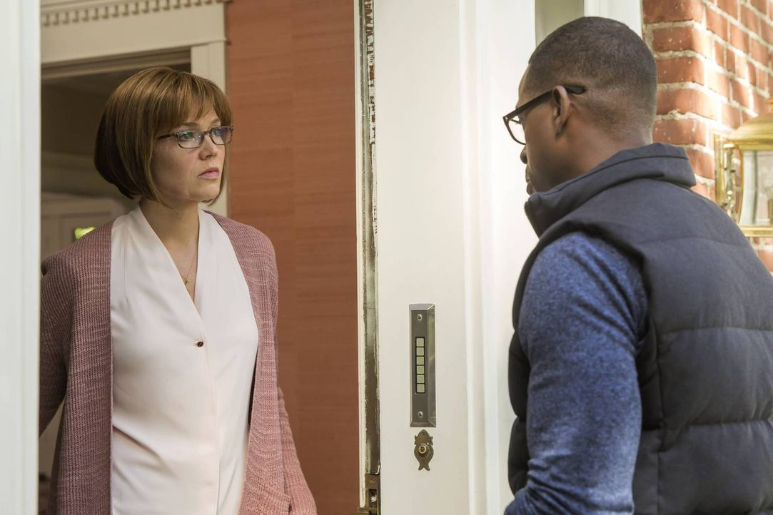Wird Randall (Sterling K. Brown, r.) seiner Mutter Rebecca (Mandy Moore, l.), nachdem was vorgefallen ist, je verzeihen können? - Bildquelle: Ron Batzdorff 2016-2017 Twentieth Century Fox Film Corporation.  All rights reserved.   2017 NBCUniversal Media, LLC.  All rights reserved.